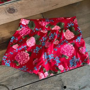 RED SHORTS WITH FLORAL PATTERN